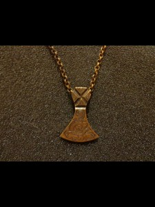 http://forvikingsonly.nu/180-389-thickbox/pendant-with-chain.jpg
