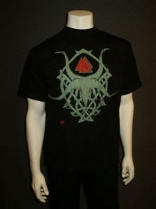 http://forvikingsonly.nu/40-159-thickbox/t-shirt-the-horn-tribal.jpg